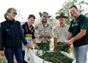 seedbank2collectingseedsonthebanksofthemurrumbidgee.jpg